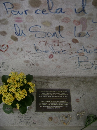 Oscar Wilde's lipstick-covered tombstone